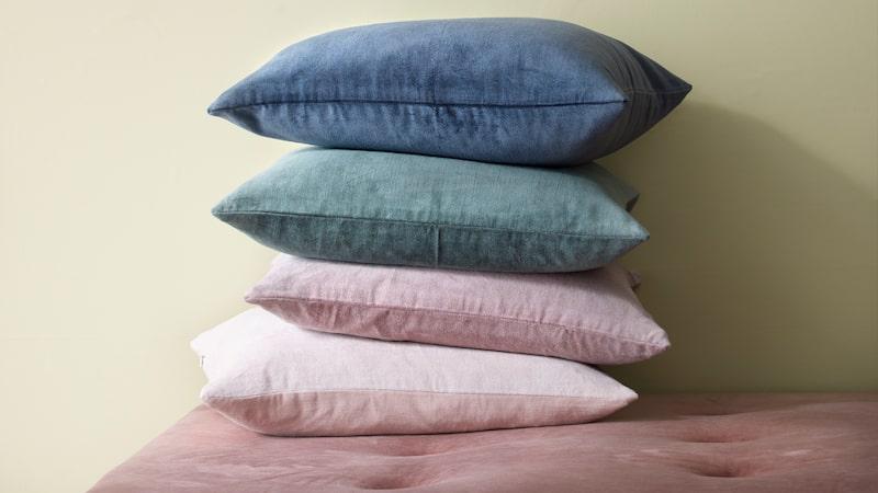 Celina ekologisk kudde i sammet, 99,90 kronor. Massor av olika färger – både nya och gamla.