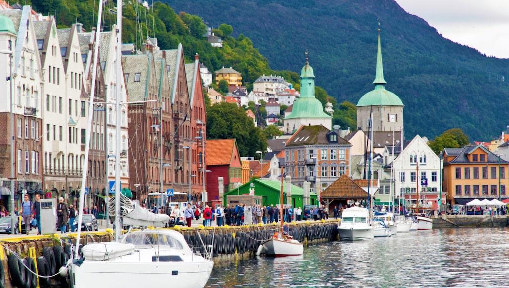 Bergen, mitt bland hav och fjäll.