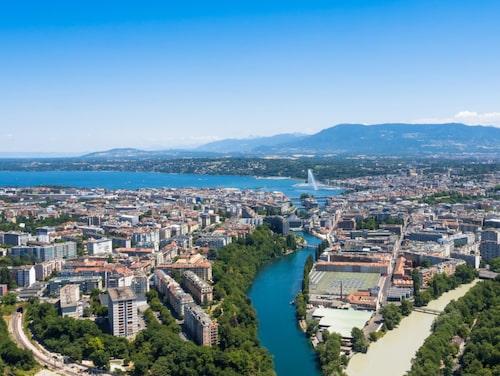 Landsmärket Jet d'Eau är ett av världens största fontäner och är synlig över hela staden.