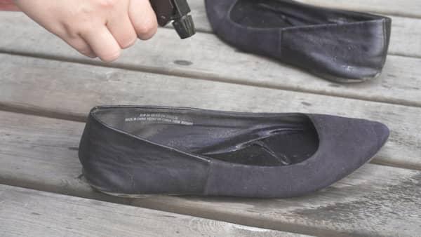 Tog bort skorna da hande nagot