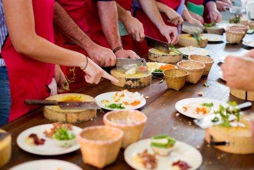 Varför inte passa på att lära dig laga thaimat när de ändå är på plats?