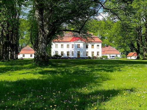 Tullesbo slott i Skåne för 27 miljoner kronor.