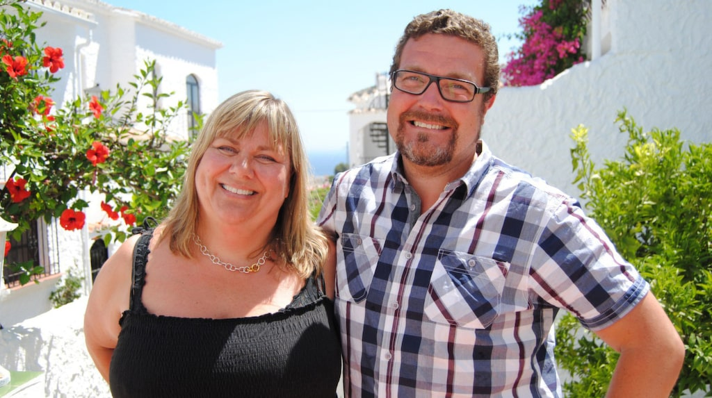 """Fredrika och Johan Åkermark villa i semesterorten Nerja öster om Malaga för fem år sedan. """"Det är alldeles fantastiskt. Att ha huset gör våra liv rikare och gladare även när vi är hemma i Sverige, eftersom vi vet att det väntar på oss där borta med citron-, banan- och mandarinträd i trädgården."""""""