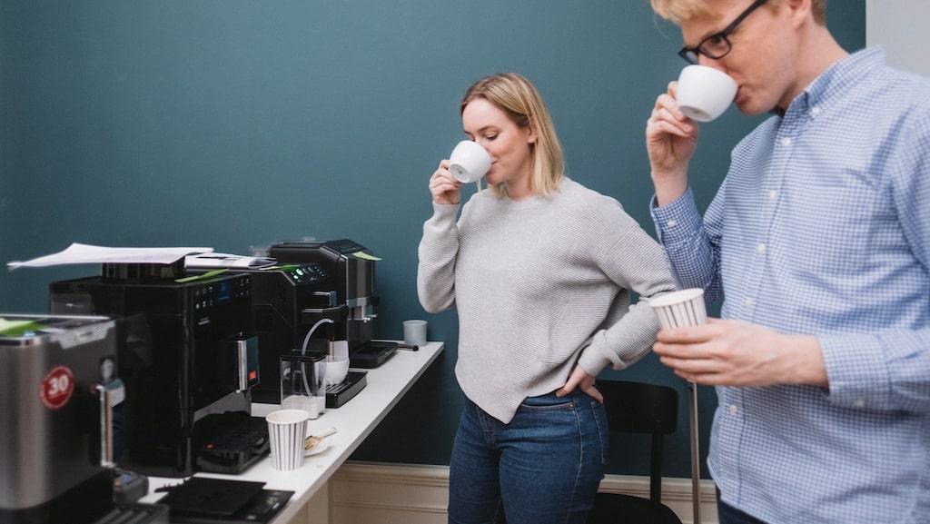 Kaffekännarna Henrik Sandén och Linnea Vannesjö bedömde både smak och maskinernas användarvänlighet.