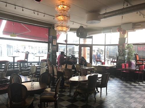 På Café String är nästan allt till salu.