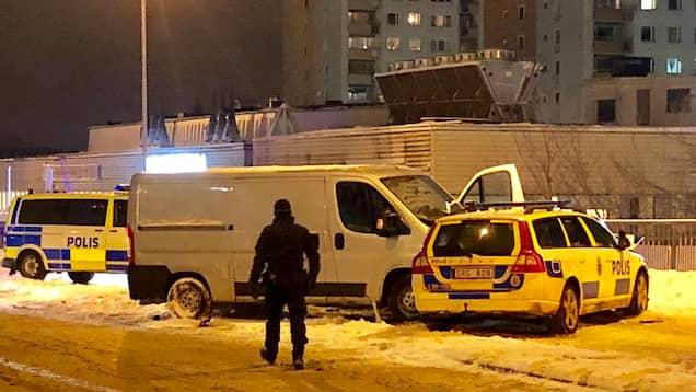 Tre polisbilar skadade vid jakt