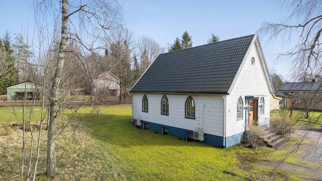 Den charmiga lilla missionskyrkan kan bli ditt nya boende.