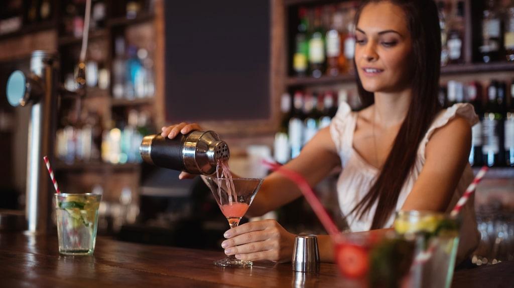 En komplicerad drink är inte smart att be om i en full bar.