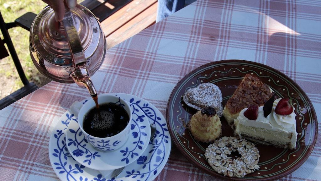 Flickorna Lundgren på Skäret har serverat kaffe och bakverk i 80 år.