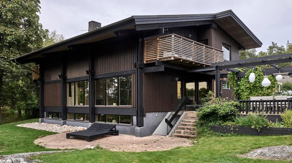 Den bruna villan från 1980 var i behov av renovering när Linnea och Andreas slog till – läget var perfekt för dem.