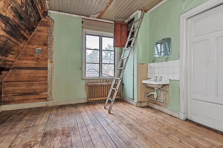 Det här huset kräver en hel del renoveringar.