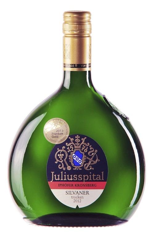 Juliusspital är ursprungligen ett sjukhus, och avkastningen från vinproduktionen driver än i dag ett välskött sjukhus mitt i stadskärnan.
