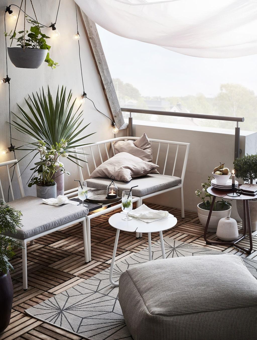 Jotex släpper nu sina sommarnyheter. Våra balkonger liknar alltmer ett vardagsrum – med snygga möbler och genomtänkt inredning.