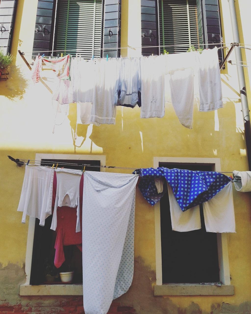 Gör som utomlands, torka tvätten utomhus så ofta du kan.