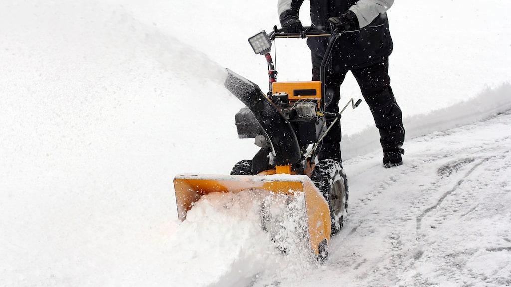 När snön ligger tät kan det vara skönt med en snöslunga.