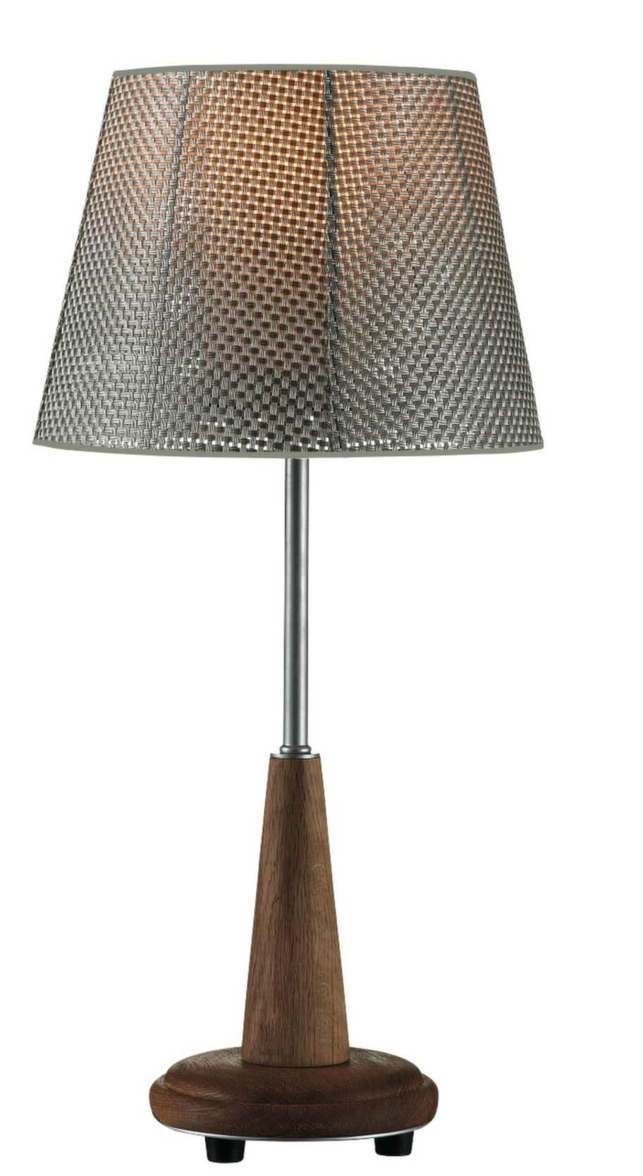 Vävd skärm. Bordslampa i lackad ek och vävd akrylskärm, 54 centimeter hög, 1 100 kronor, Markslöjd.