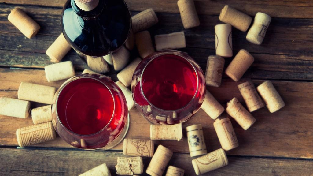 Visste du att det är enkelt att öppna en vinflaska utan vinöppnare?
