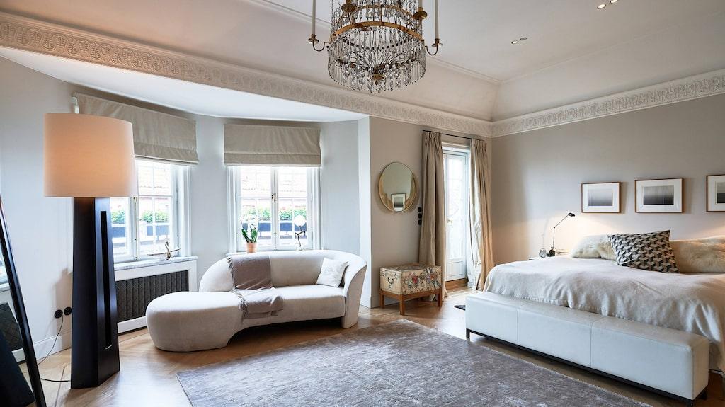 Master bedroom skulle lätt rymma två dubbelsängar...