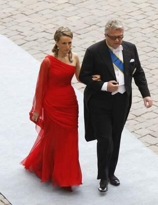9d59b8652943 Prins Laurent av Belgien och prinsessan Claire av Belgien. CAMILLAS  KOMMENTAR: Hon följer årets modetrende, chiffong, draperad. Men hon har  varit lite vågad ...