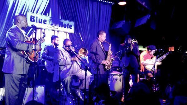 Blue Note Jazz Club – dyrt, men stjärnspäckat och pyttelitet.