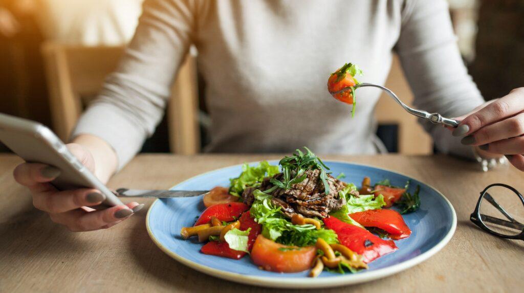 Är du vegetarian och är orolig för järnbrist finns ett enkelt knep för att boosta ditt upptag: C-vitamin!