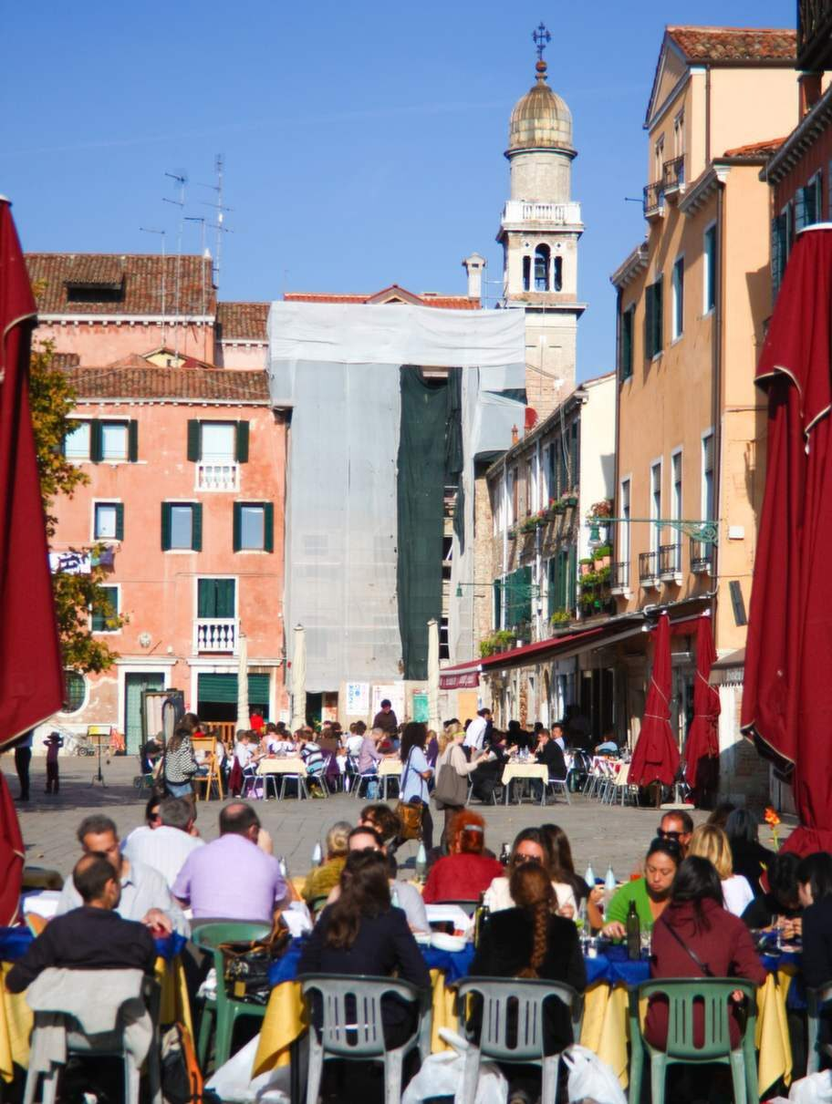 Torget Campo di Santa Margherita är en samlingsplats för studenter.