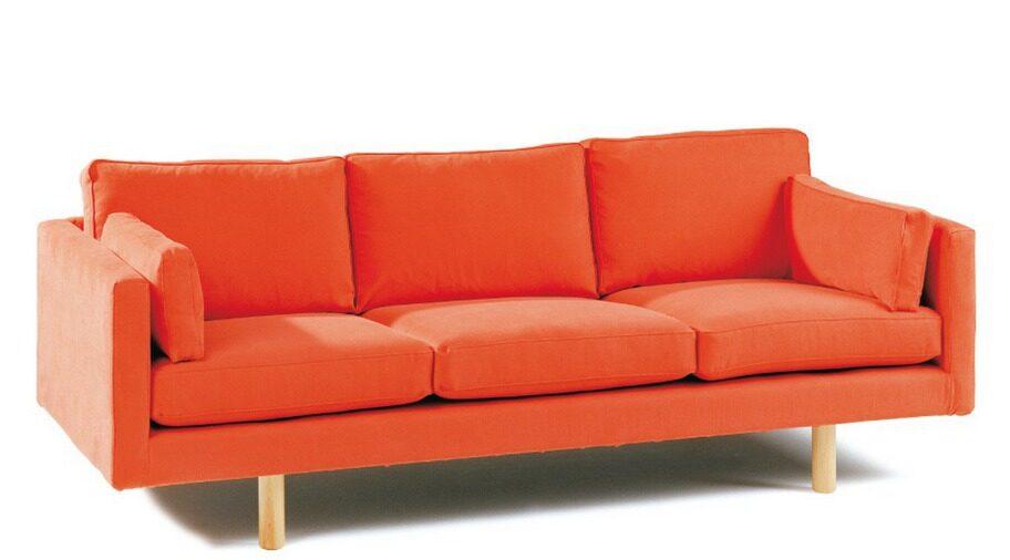 Bra kvalitet och stort utbud www.svenssons.se Snygg blandning av designklassiker och nya stjärnskott. Har ofta kampanjer och stort sortiment, här kan man hitta det mesta. Du kan räkna med att du får hög kvalitet när du handlar härifrån. Frakt: Fri frakt på beställning över 1 000 kronor, annars 50 kronor. Köptips: Soffa Casa i orange tyg med ben av björk, 15 860 kronor.