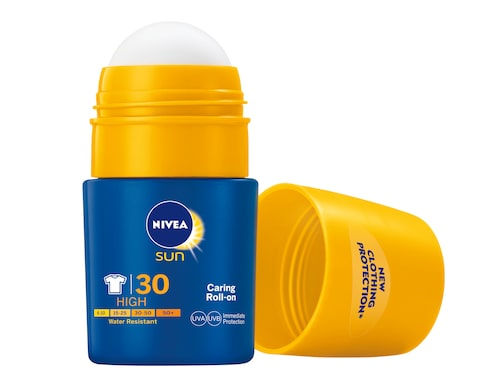 Caring roll-on med clothing protection - Nivea.