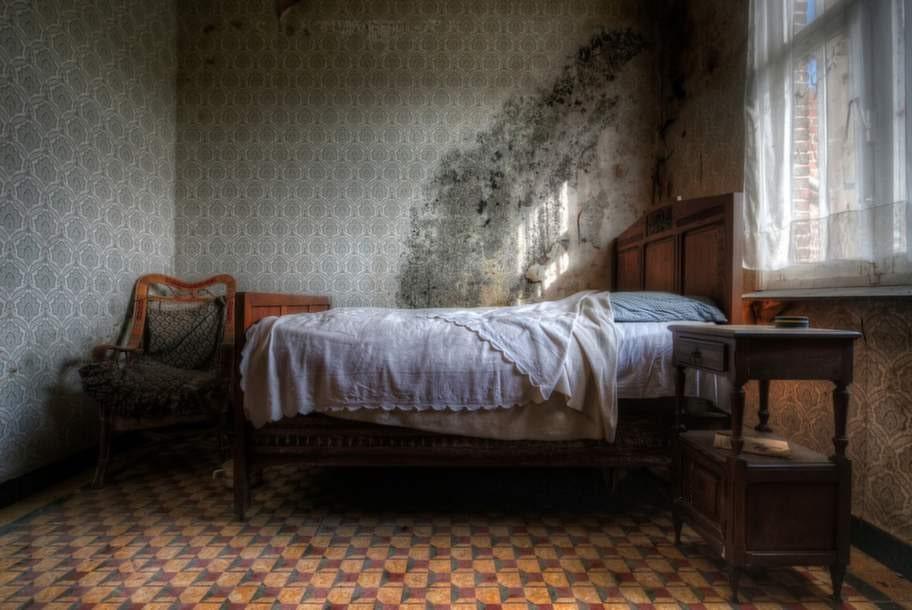 Här är ett rum i en gammal bondgård.