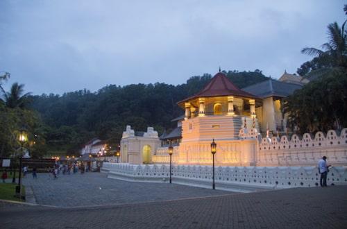 Kom gärna på första morgonpujan klockan 5.30 då turisterna inte är så många.