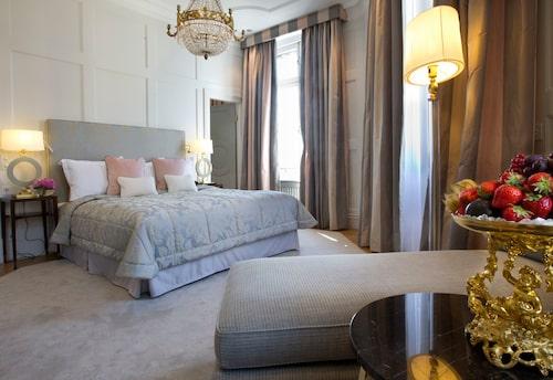Lyxig svit på legendariska Grand Hôtel.