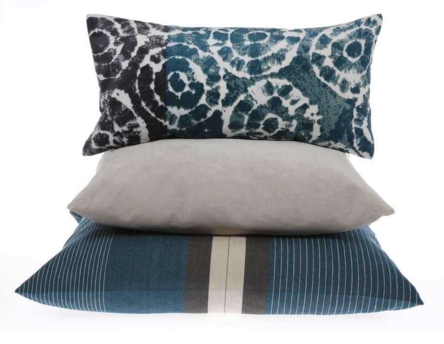 Sammetskudde med batik, Splash, 349 kronor, grå sammetskudde Marcel, 349 kronor, randig kudde Noomie, 399 kronor, samtliga från Linum.
