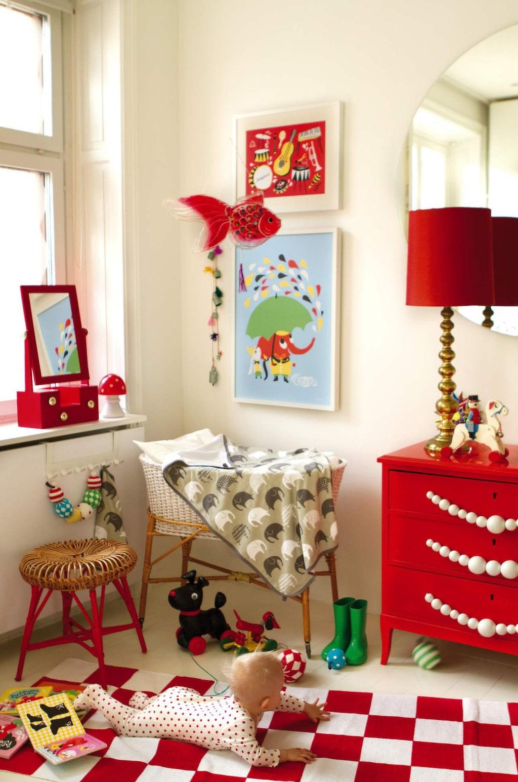 <p>Färg och retro till barnkammaren. Härliga textilier och posters med mönster av illustratören och formgivaren Camilla Lundsten. Allt från svenska Littlephant.</p>