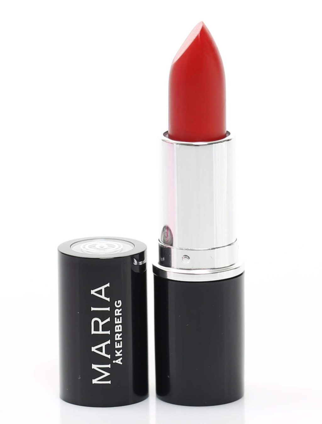 Och avsluta med en stark färg på läpparna så strålar ditt ansikte lite extra.<br>Läppstift från Maria Åkerberg, 185 kronor.