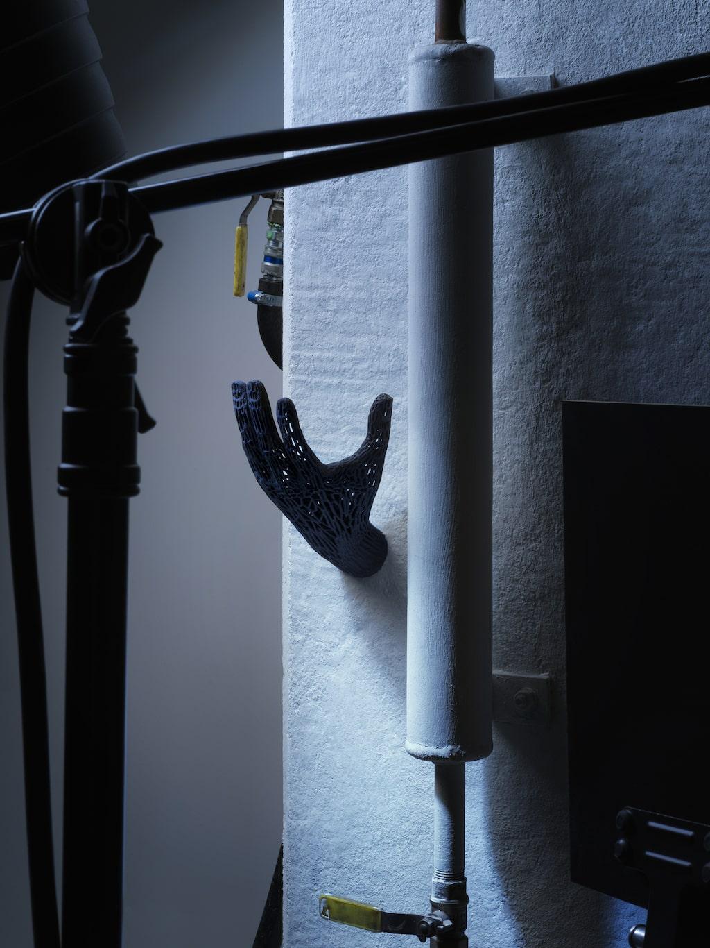 Sätt upp handen på väggen och häng smycken på, eller varför inte handdukar?