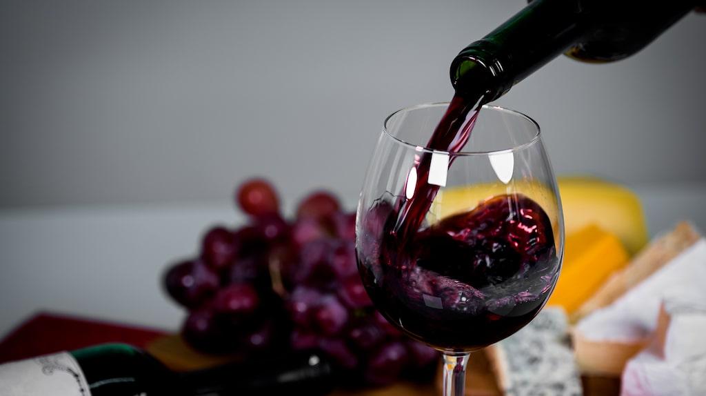 Läsaren undrar om det är värt att köpa dyrt amaronevin i stället för det billigare ripassovinet.