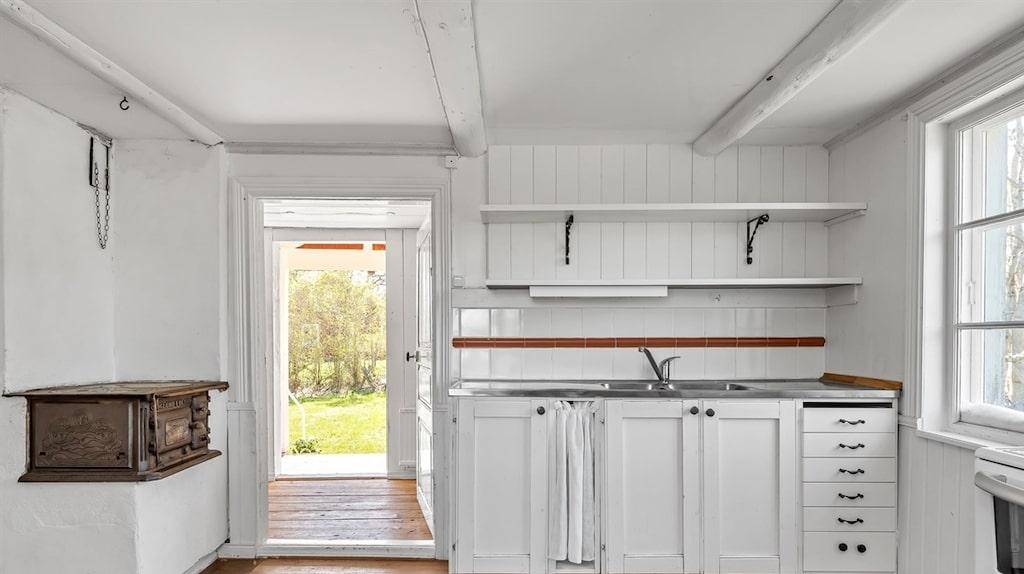 Köket i övrigt är utrustat med de moderniteter som krävs.