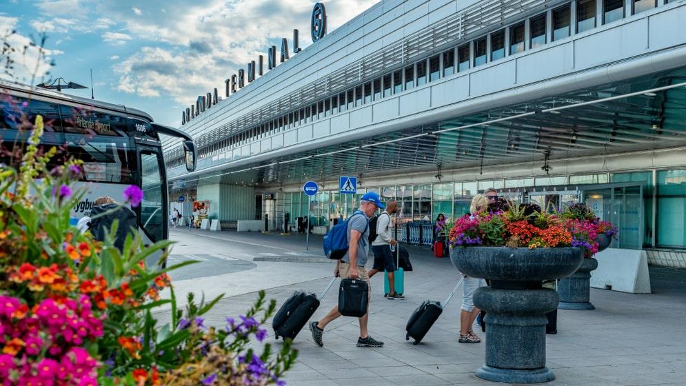 Nu är det rusning till Arlanda inför semestern.