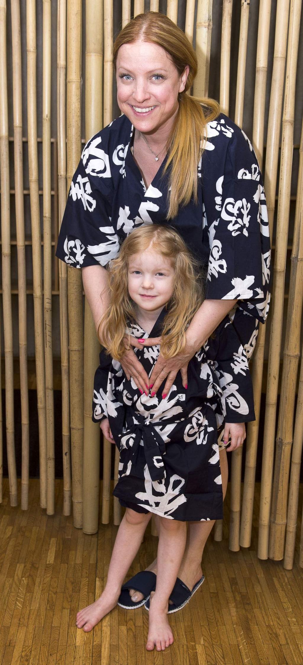 <p>Shirley tillsammans med sin dotter Vilja.</p>