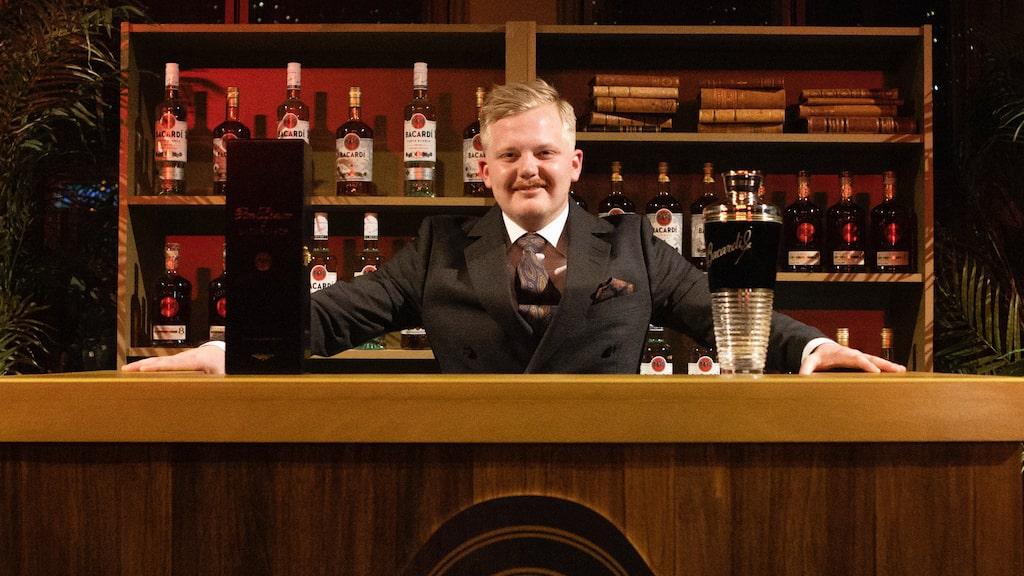 Bartendern Oscar Drigoris representerar Sverige i prestigefyllda cocktailtävlingen Bacardi Legacy i maj.