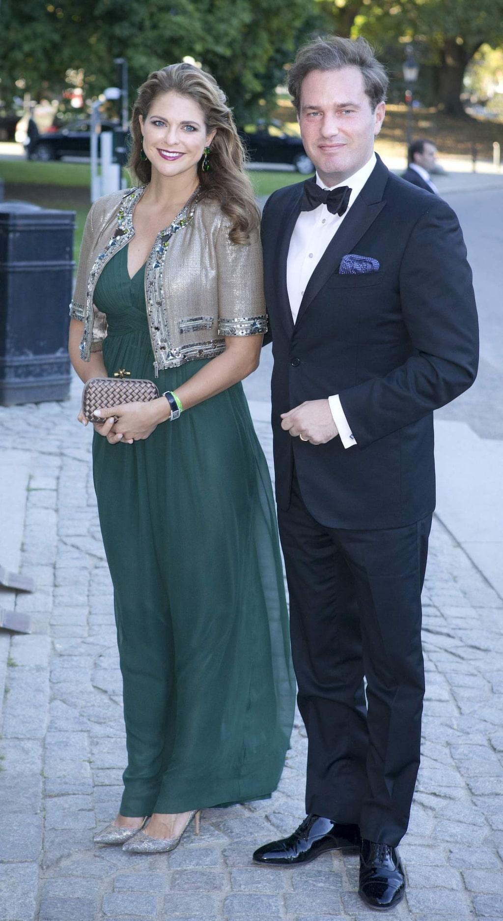 """<a _mce_href=""""http://www.expressen.se/mode/prinsessan-madeleine-1/"""" href=""""http://www.expressen.se/mode/prinsessan-madeleine-1/"""">Prinsessan Madeleine</a> matchade sin gröna långklänning från By Malina med detaljer i guld på galamiddag 2013."""