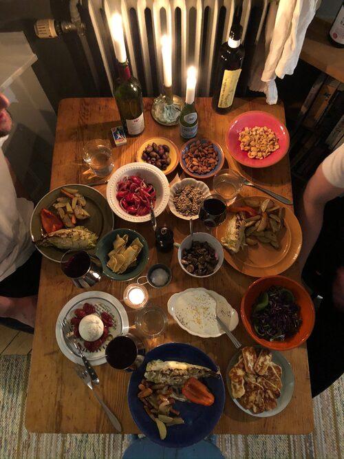 Här ryms flera personer för en middag.