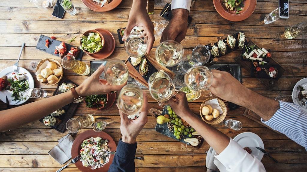Med hjälp av Håkan Larsson lär du dig kombinera vin och mat.
