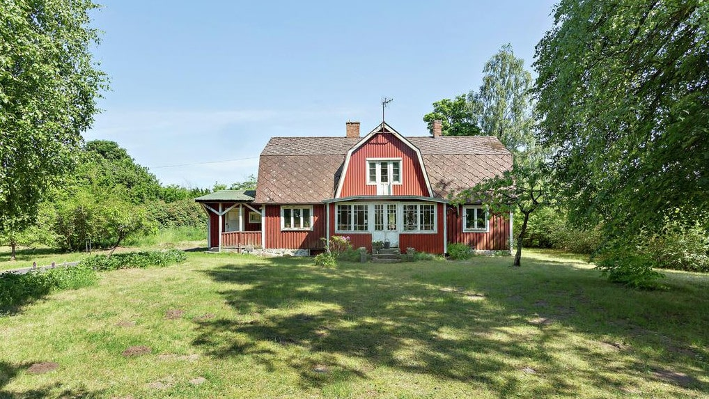 Det här charmiga huset från 1909 finns nu till salu för bara 350 000 kronor på Hemnet.