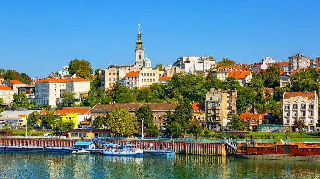 Belgrad är Serbiens huvudstad och ligger vid floderna Donau och Sava.