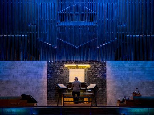Jätteorgeln Studio Acusticum består av 9 000 orgelpipor.