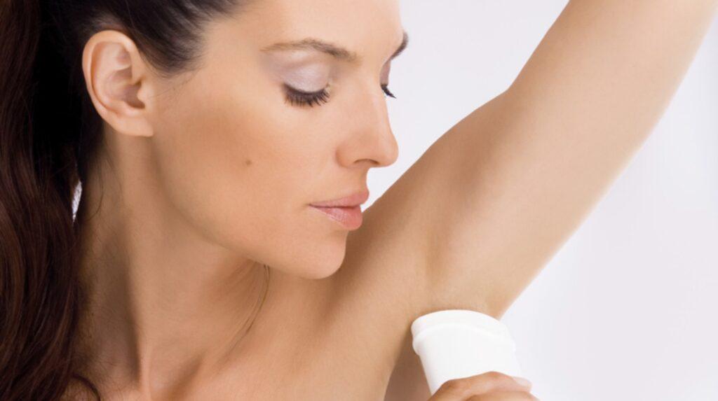 <p>Enligt norska Forbukerrådet innehåller 7 av 10 deodoranter skadliga ämnen.</p>