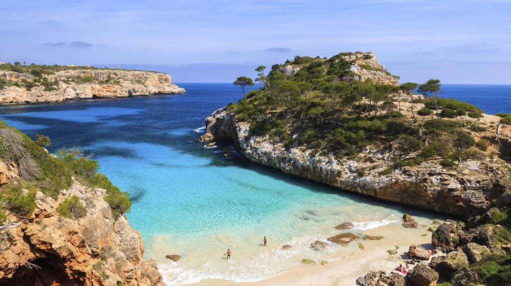 Vacker utsikt är inte det viktigaste för semestrande svenskar – men att bo nära stranden ligger i topp.