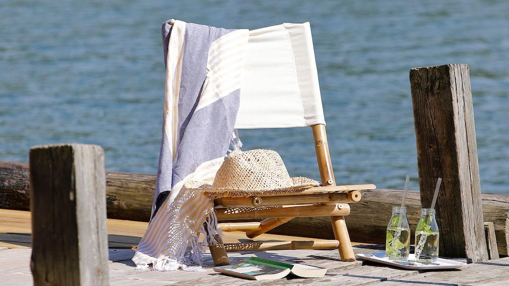 Gör plats för solbad. Använd gärna små nätta möbler som är lätta att flytta runt alltefter solens gång.