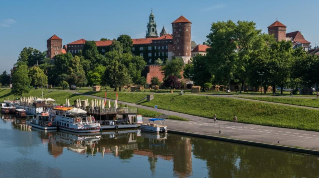 <p>På slottet Wawel ligger många kungar begravda.</p>
